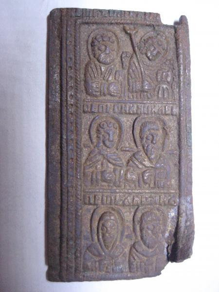 Часть складеня: Помогите определить к какому веку и что за святые изображены на части найденной мной иконы?