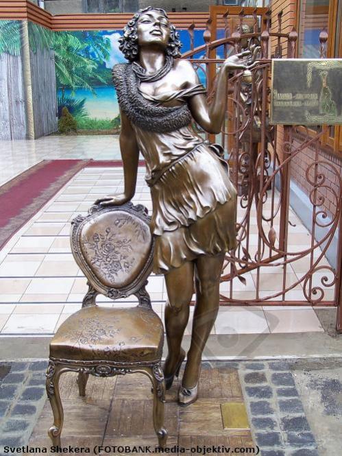 Памятник стулу город Харьков