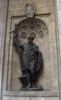 Статуя князя Владимира у входа в Казанский собор (Санкт-Петербург)