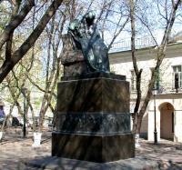 Кто автор памятника Н. В. Гоголю в Москве?