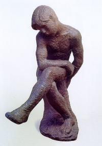"""Кто автор скульптуры """"Сидящий мальчик""""?"""
