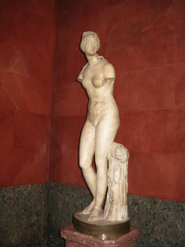 В чьё правление была куплена «Венера Таврическая»?