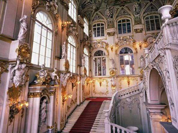 В каком дворце этот интерьер?