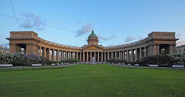 Кто архитектор Казанского собора в Петербурге?