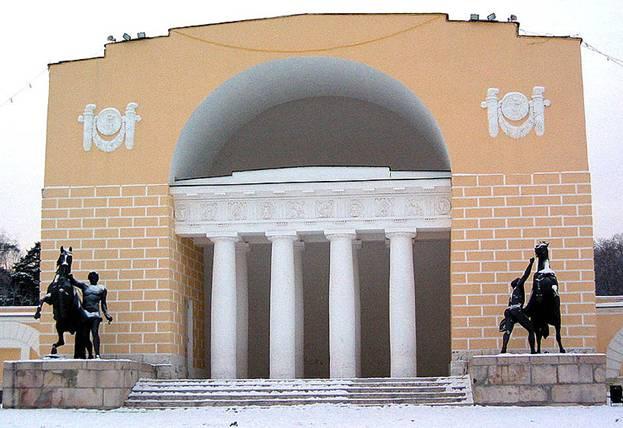 Кто архитектор Конного двора в усадьбе «Кузьминки»?