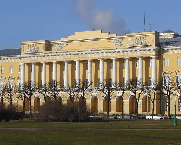 Кто архитектор казарм Павловского полка?