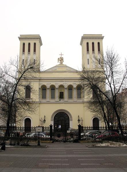 Кто архитектор лютеранской церкви Петра и Павла на Невском?