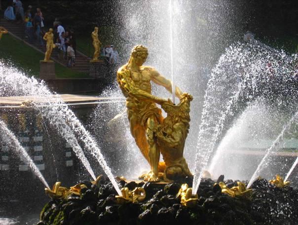 Кто автор скульптуры «Самсон, разрывающий пасть льва»?