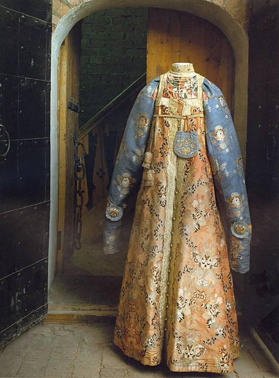 Праздничный женский народный костюм. ГИМ
