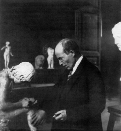Кто изображен на фотокарточке 1920-х годов?